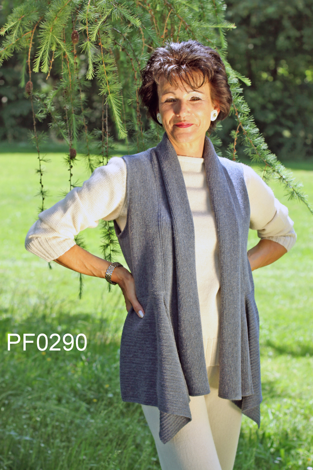 Women's Baby Alpaca Vest with Collar and geometric Details