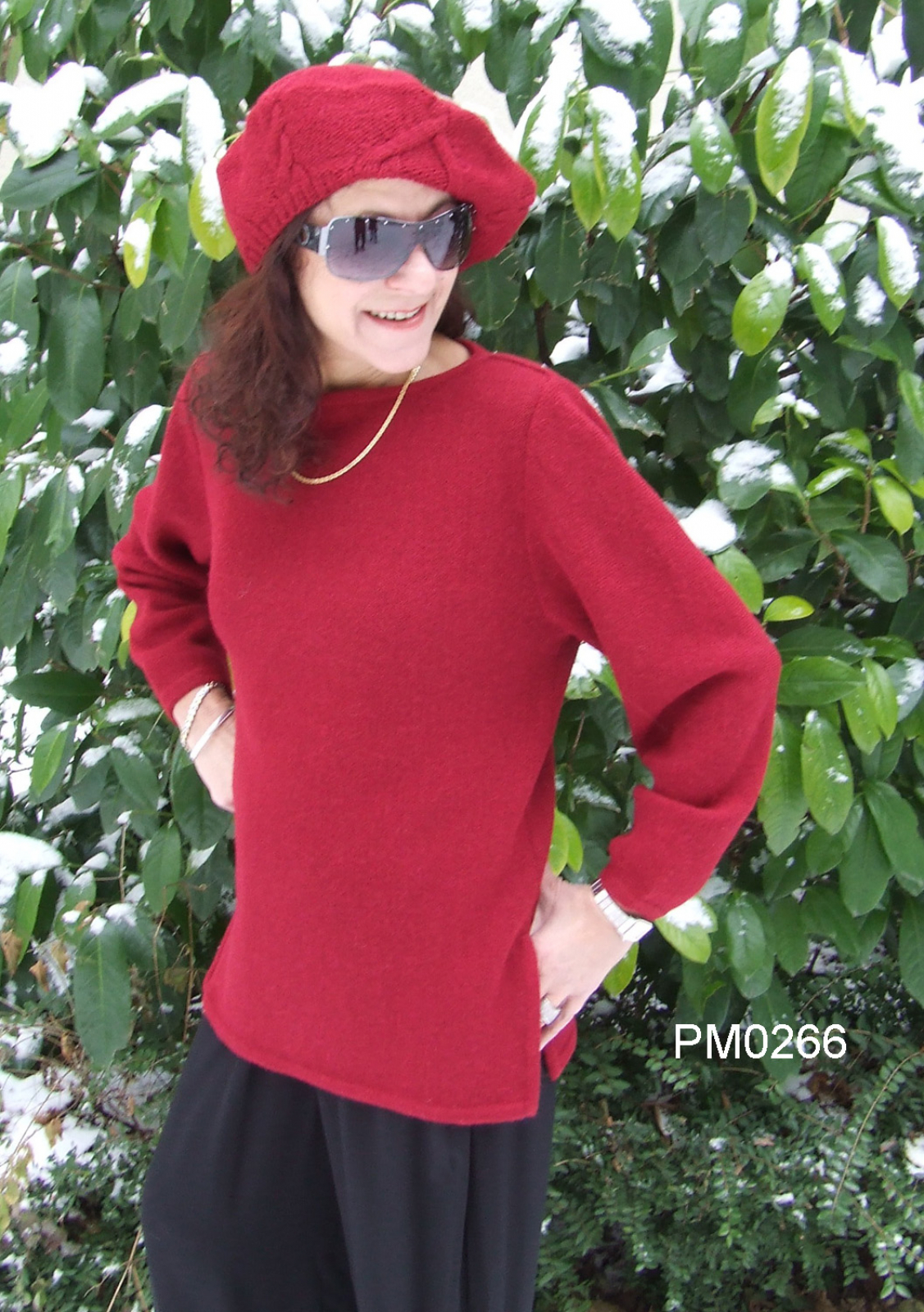Alpaca Scoop-Neck Sweater, strait form with side slits, links-knit