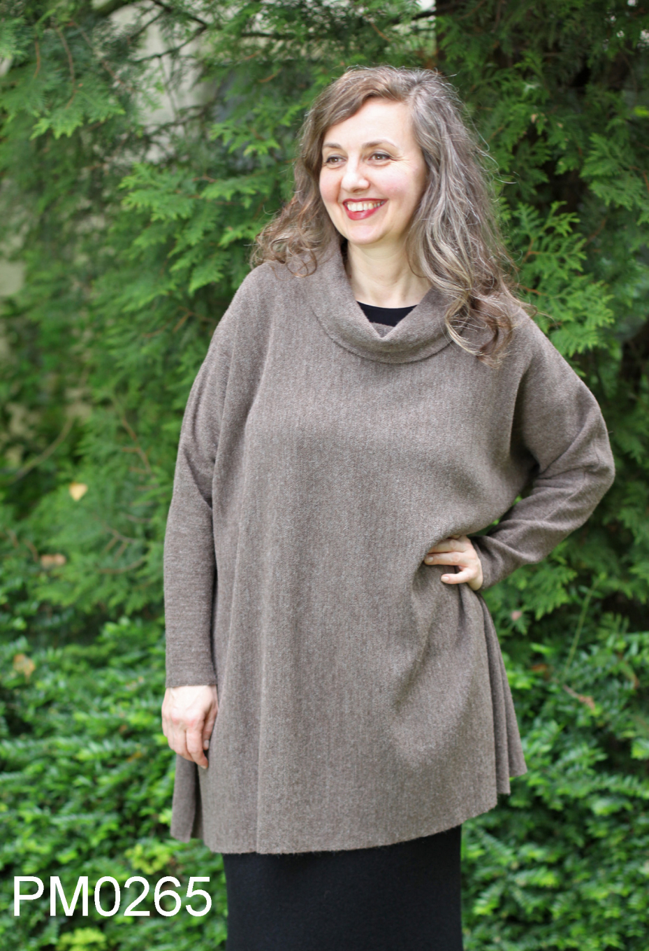 Trapeze-Shaped Baby Alpaca Turtle-Neck Tunic, links knit
